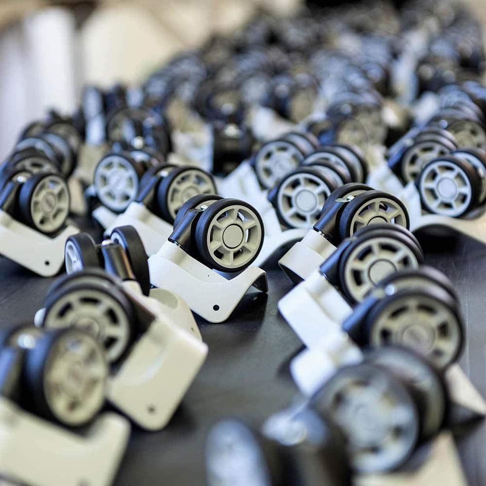 Assemblage et montage produits plastique divers par collage, clipsage ou soudure ultra-sons.