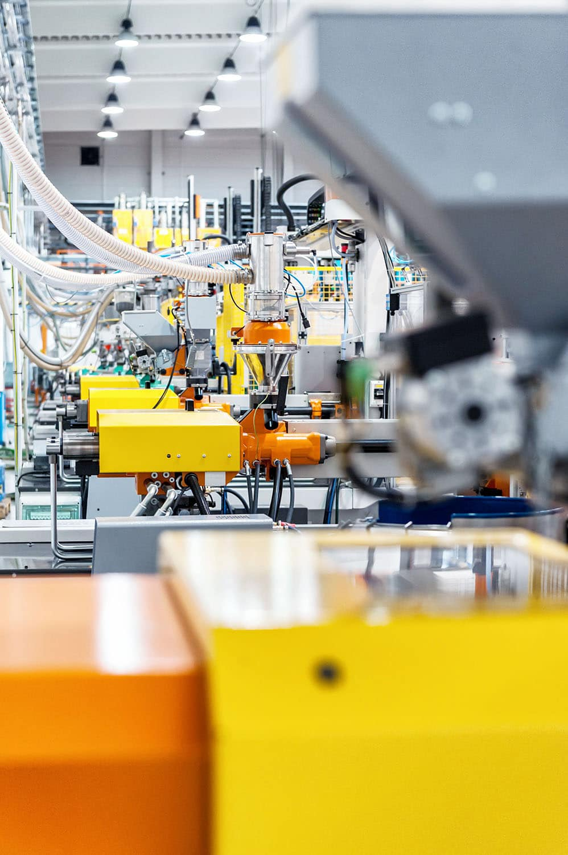Les presses à injecter forment des équipements d'injection pour la fabrication des pièces en plastique. Une panoplie de machines d'injection conçues pour un usage massif en plasturgie.